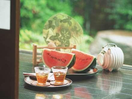 خوردن هندوانه وشربت درتابستان