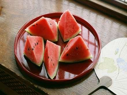 هندوانه در هوای گرم تابستان
