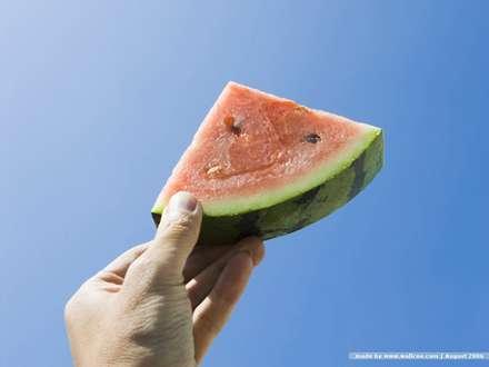 هندوانه به دست