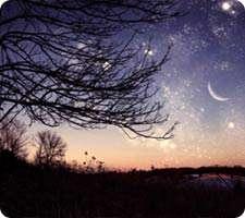 طراحی صحنه یک دشت با آسمان پر ستاره در فتوشاپ