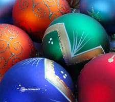 ده تصویر با کیفیت از توپ های شیشه ای تزئین درخت کریسمس