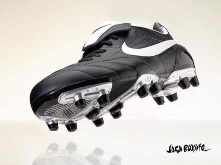کفش فوتبال سیاه نایکی