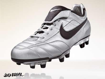 کفش فوتبال نقره ای نایکی