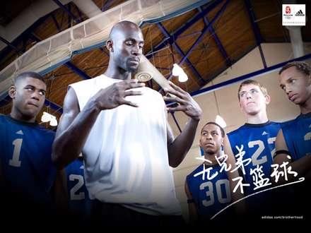 عکس تبلیغاتی آدیداس در کلاس بسکتبال