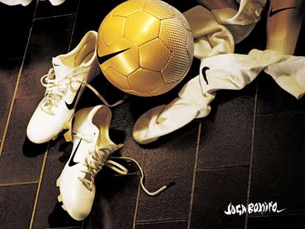 لباس و توپ فوتبال نایکی