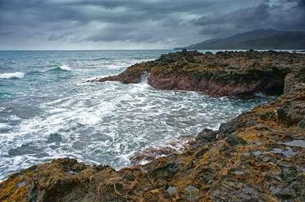ساحل سنگی دریا