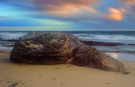 صخره دولومیتی در ساحل