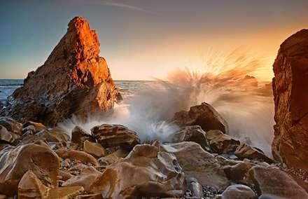موج برخورد کرده به صخره