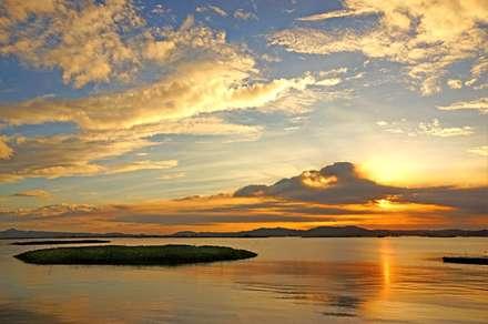 غروب طلایی دریاچه