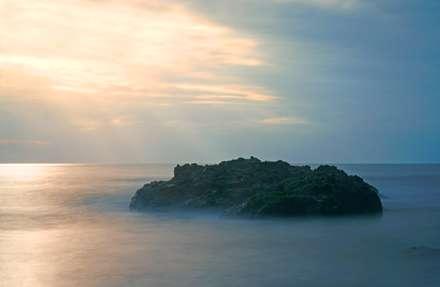 غروب زرد دریای آرام