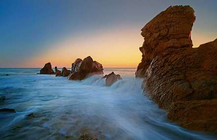 برخورد موج به صخره