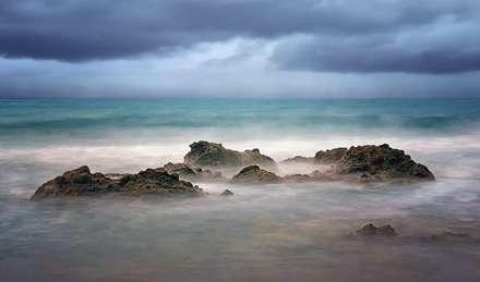 صخره میان دریا