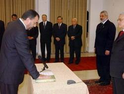 Heniye Bakanın istifasını kabul etmedi