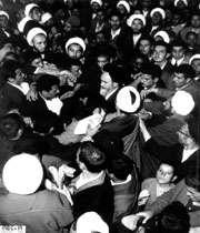 نقش اساسی حضور مردم در تداوم انقلاب