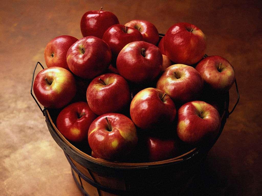 یک سبد سیب قرمز گنجینه تصاویر تبيان