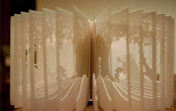 هنرمندی بسیار زیبا با صفحات کتاب