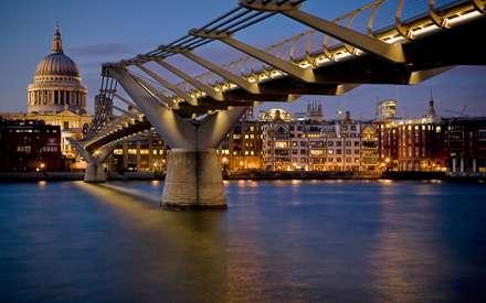 پلی روی رود