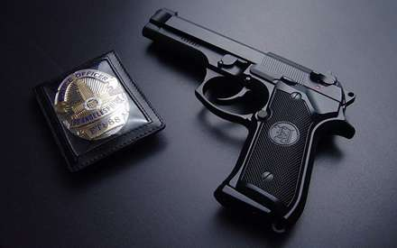 نشان و اسلحه کلانتر