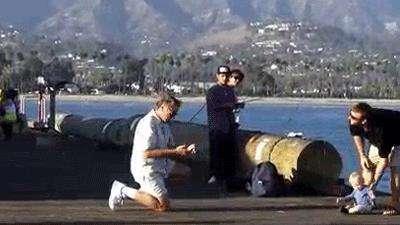 سقوط کالسکه کودک به دریا