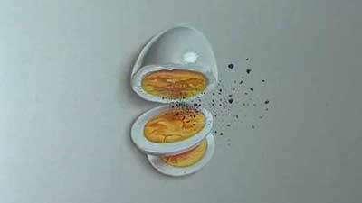 کلیپی جالب از یک هنرمند که نقاشی یک تخم مرغ را به شکل سه بعدی روی کاغذ ترسیم می کند.