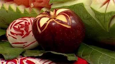 حکاکی روی سیب و خیار