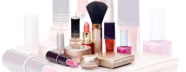 4 دلیل خوب برای آرایش نکردن