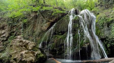گلستانی از آبشارها