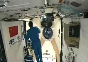 اولین تصاویر از لحظه ورود فضانوردان چینی به آزمایشگاه فضایی