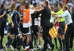 درگیری های شدید بازیکنان و مربیان در دنیای فوتبال