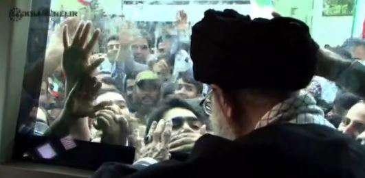گوشه ای از محبت مردم به رهبر انقلاب