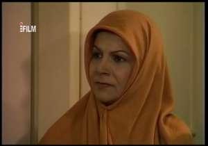 سکانسی از بازی مهین شهابی در سریال «آئینه»