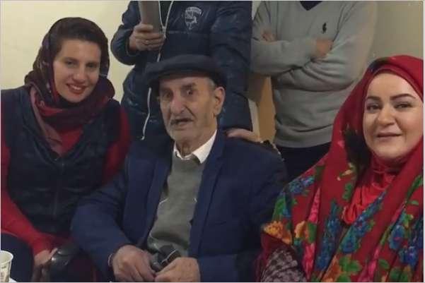 «احمد پورمخبر» در پشت صحنه سریال «همسایهها»