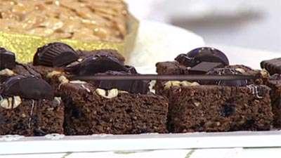 کیک شکلات و فندق