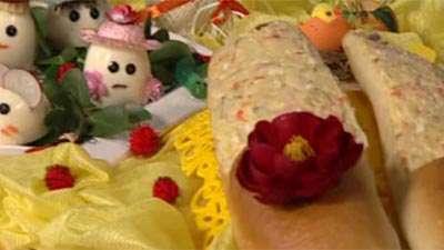 تزئین سالاد اولویه و تخم مرغ