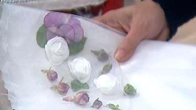 گل آرایی روی لباس