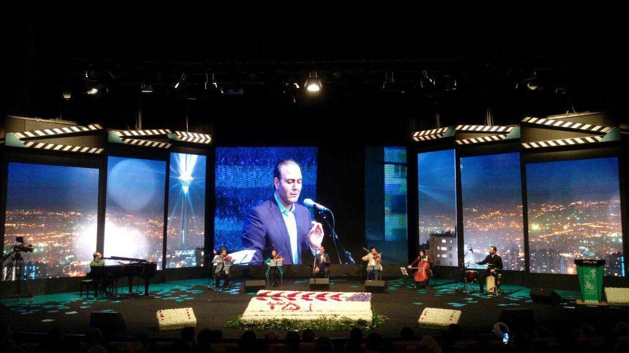 اجراى زنده «علیرضا قربانی» در مراسم افتتاحیه جشنواره فیلم فجر