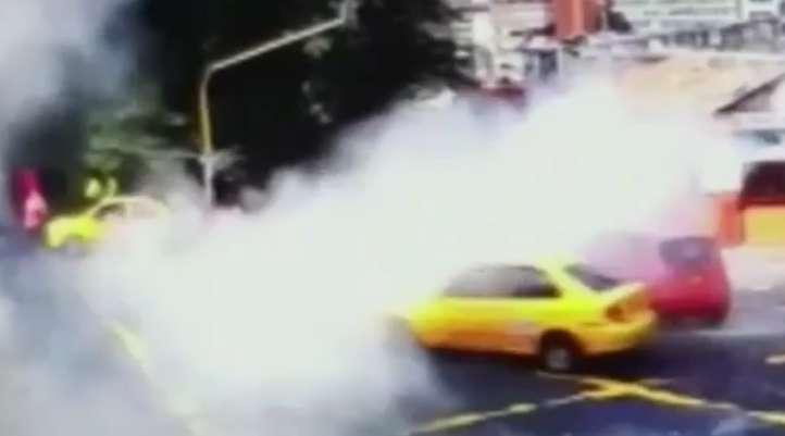 لحظه انفجار بمب در کلمبیا