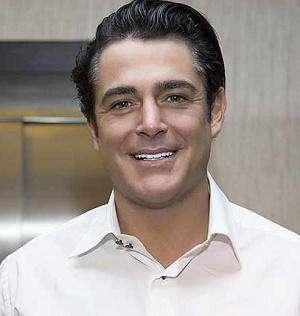 محمدرضا گلزار: در رستوران کار میکردم!