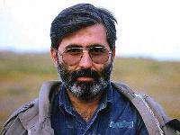 لحظات کمتر دیده شده از حضور رهبرانقلاب در مراسم تشییع پیکر شهید آوینی