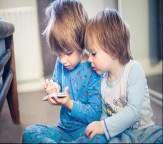 همه ضررهای موبایلی برای بچه ها