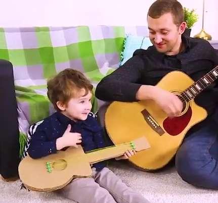برای کودکتان گیتار درست کنید