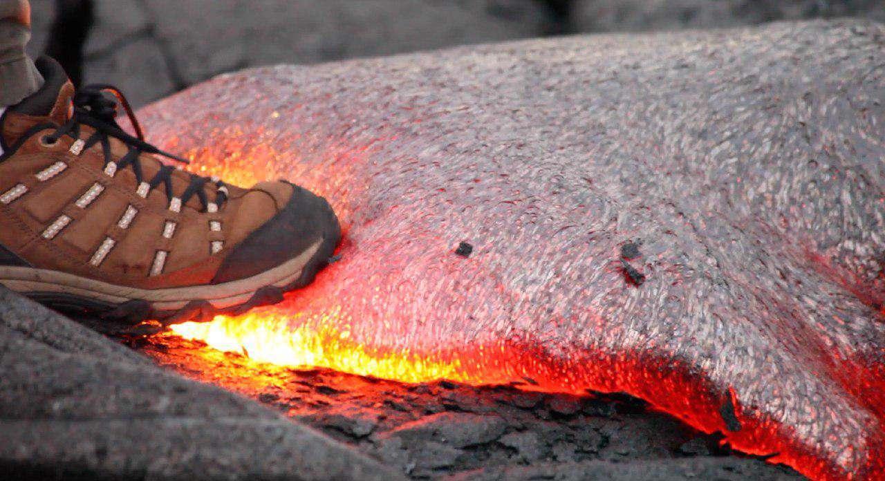 قدم زدن روی گدازه آتشفشانی