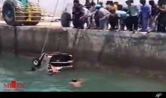غرقشدن پژو در بندر لنگه