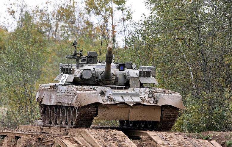 دریفت سربازان روسی با تانک!
