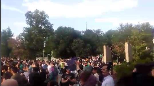 شادمانی حامیان روحانی در خیابان های تهران