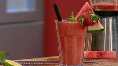 نوشیدنی هندوانه و توت فرنگی
