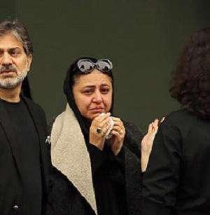 اشکهای همسر «عارف لرستانی» در مراسم چهلمین شب درگذشت این هنرمند