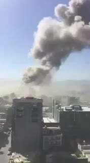 دود غلیظ بر فراز کابل پس از انفجار تروریستی با ۶۰ کشته
