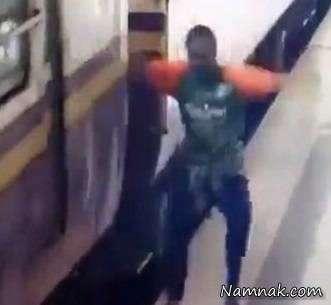مسافری که زیر قطار در حال حرکت افتاد زنده ماند