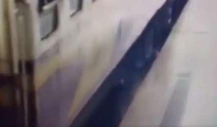 حادثه برای مردی که از قطار در حال حرکت پیاده شد